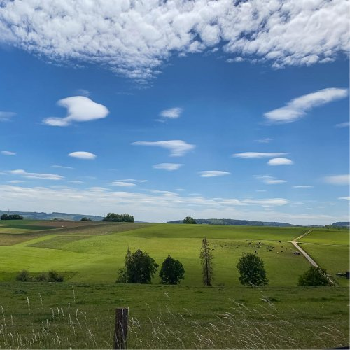 Bergische Landschaft bei wolkigem Himmel