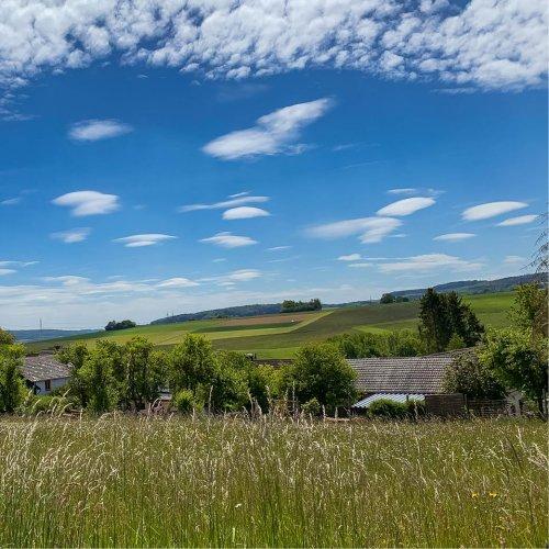 Bergische Landschaft über Sommerfeldern